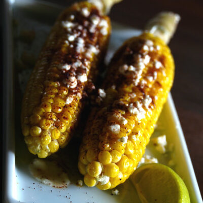 Grilled corn with cheese and chili