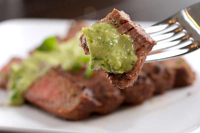 Spicy steak with avocado sauce