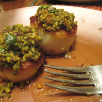 Stuffed scallops with oranges and pistachios