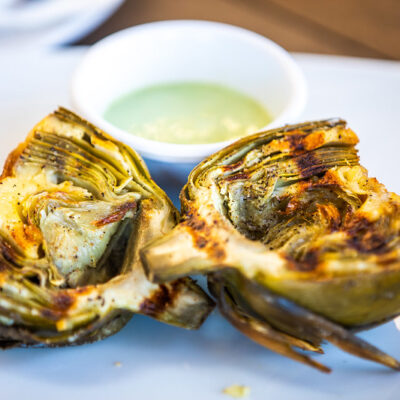 Grilled artichokes with garlic