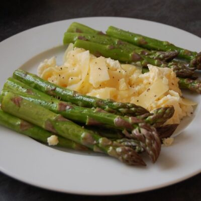 Crumbled Eggs with Grilled Vegetables